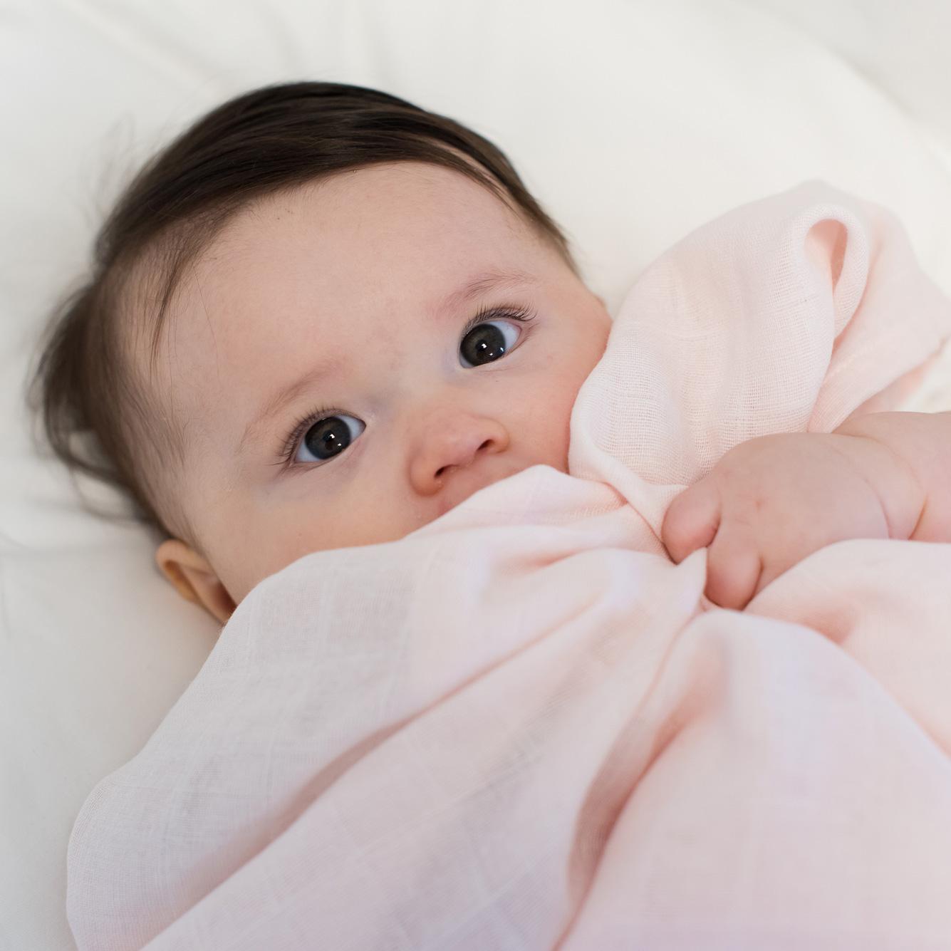 Muslin blanket pale pink