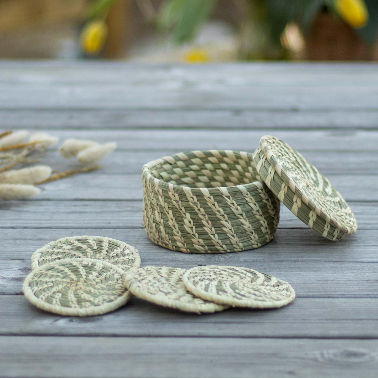 Golden grass coaster set in a golden and spinach color finish.