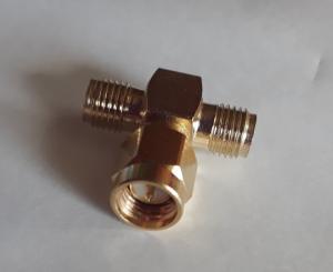 SMA adapter T-typ 1 han - 2 Hon