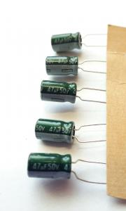 Kondensator, 47,uF 50V, Stående  5st