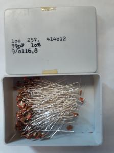39pF 25V Keramisk kondesator ca 100 st i låda