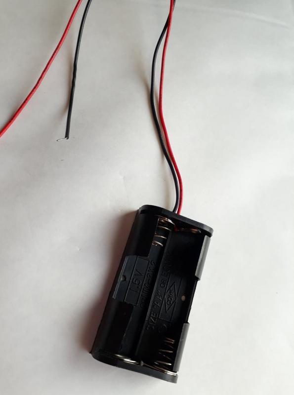 Batterihållare för 2 x LR6 (AA) med kabel