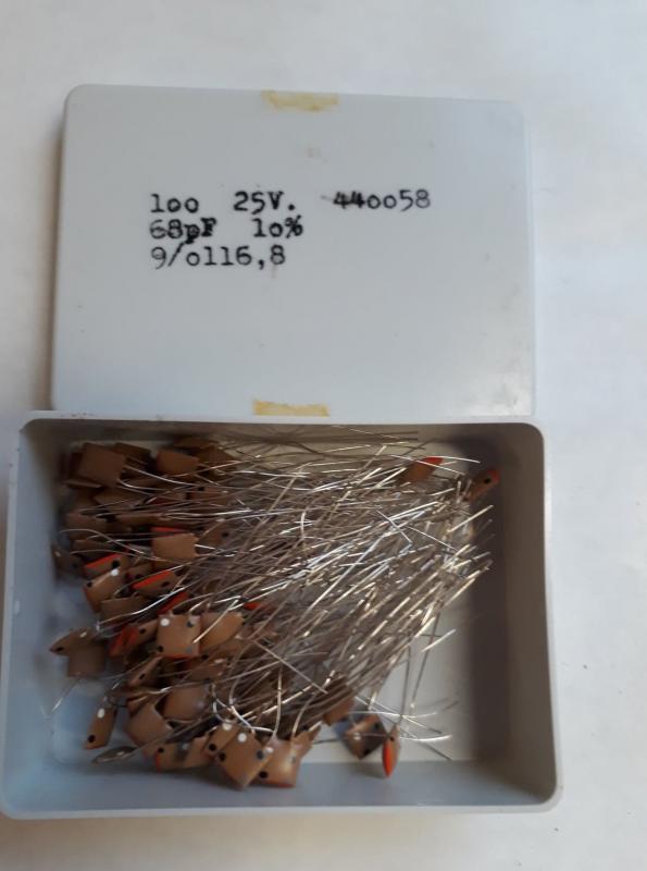 68pF 25V Keramisk kondesator  ca 100 st i låda