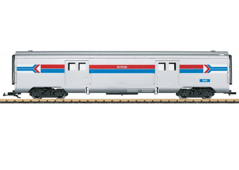 """LGB 36600 Amerikansk Bagagevagn Amtrak """"50 Years of Amtrak"""" Nyhet 2021 Förboka ditt exemplar"""