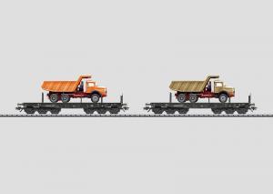 48692 Sats med 2 tunglastvagnar lastade med lastbilar