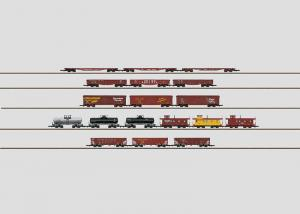 Märklin 82499 Display with 18 American Freight Cars OBS pris per styck