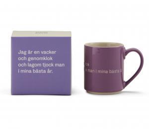 Astrid Lindgren Mugg Jag Är En Vacker Och Genomklok Man Lila