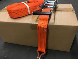 Tvådelad 5-tons bandsurrning i tätvävd polyester med kraftiga 5-tons krokar och spännare.