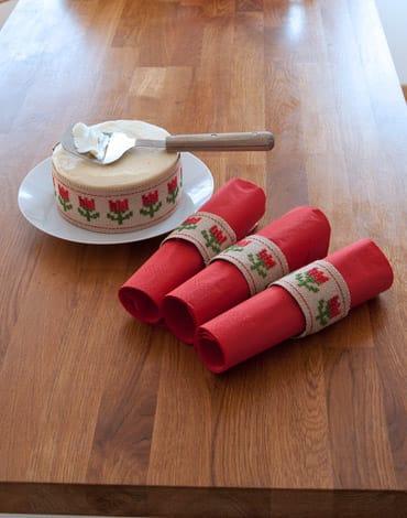 Broderi Lingon, gardinomtag eller servettringar