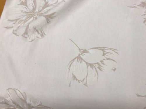jaquard vävt möbeltyg beige med blomma 38%bom 47 % polyester 15% akryl