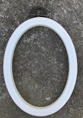 Oval vit ram till broderier