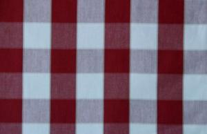 Metervara 100% bomull i Gripsholmsrutai röd och vit, finns i 7 olika färger.