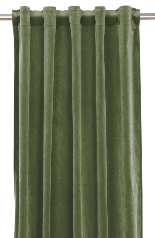 Extra långa gardinlängder i sammet som ger ditt rum hotellkänsla