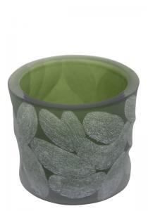 Ljuslykta i grönt glas med slipat mönster