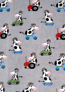 Pläd Cow, microfleece med sherpakant, glada kossor som åker på olika fordon, grå