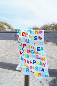 Frotté Letters, täckt av bokstäver i glada färger, multi