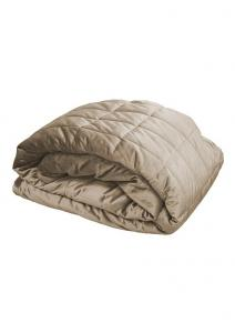 Stora quiltade överkast och sängöverkast i sammet från Redlunds.  Till dubbelsäng och enkelsäng.