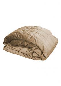Stora quiltade överkast och sängöverkast i sammet.  Till dubbelsäng och enkelsäng i färgen linne.