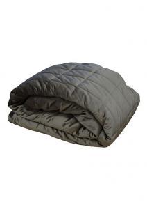 Stora quiltade överkast och sängöverkast i sammet från Redlunds.  Till dubbelsäng och enkelsäng i färgen mörkgrå.