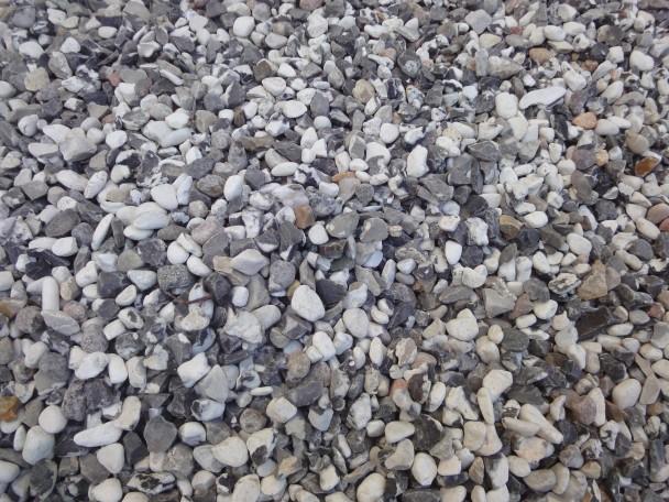 svart vit sten