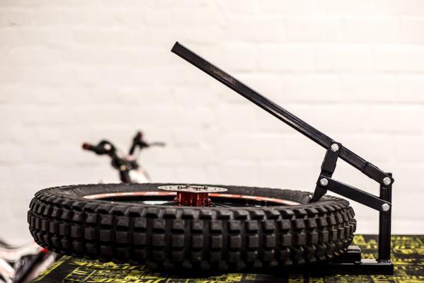 Däckverktyg - tire bead breaker