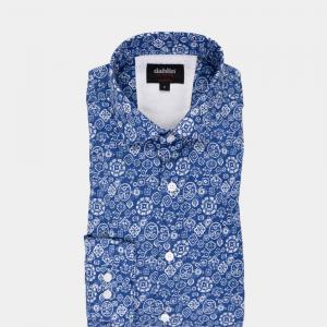 Blå mönstrad skjorta