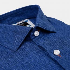 Blå jaquardvävd linneskjorta