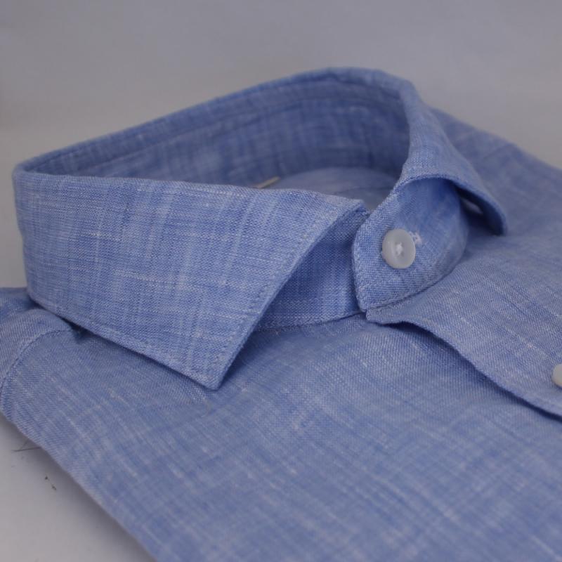Ljusblå linneskjorta