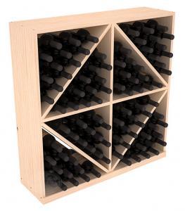 Massiv vinhylla med sneda hyllplan