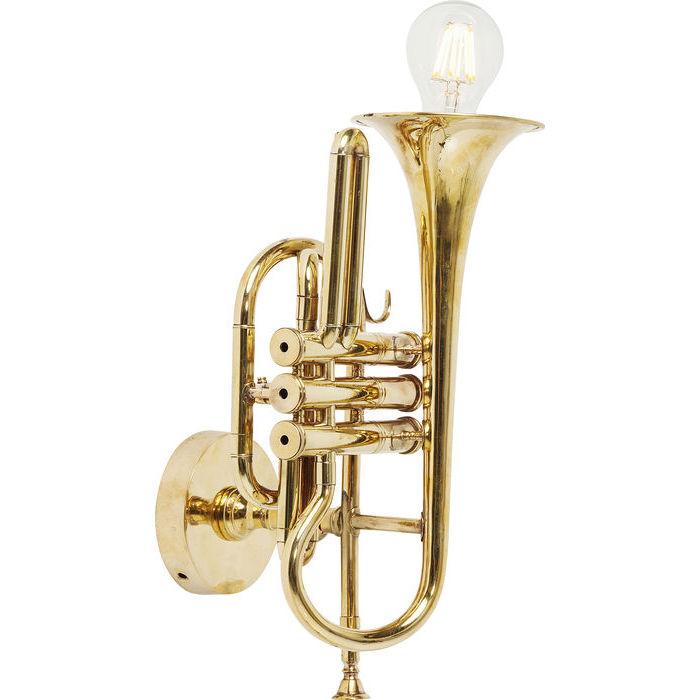 Vägglampa i form av en trumpet i mässing