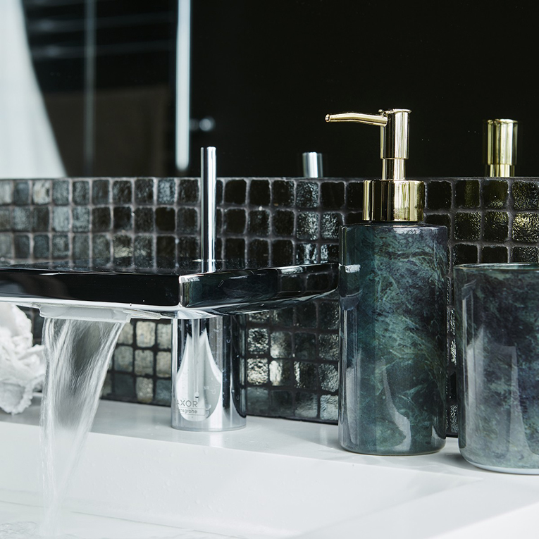 Lyxigt badrum med fina detaljer