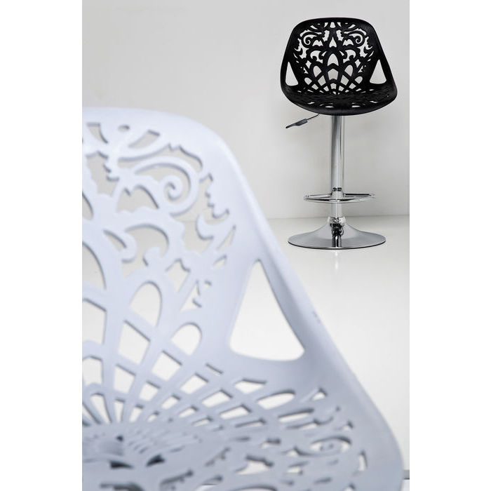 Höj- och sänkbara barstolar med snygg och bekväm sits i vitt eller svart