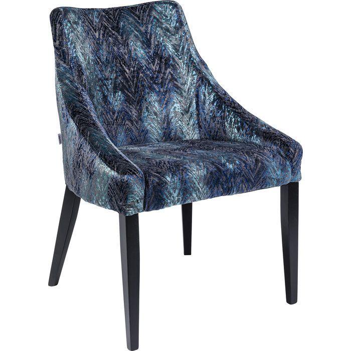 Elegant stol med vacker form och tuff klädsel i mörka blå nyanser