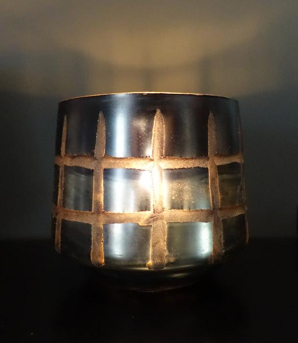 Rustik ljuslykta i färgat grått glas. Kan även användas som kruka