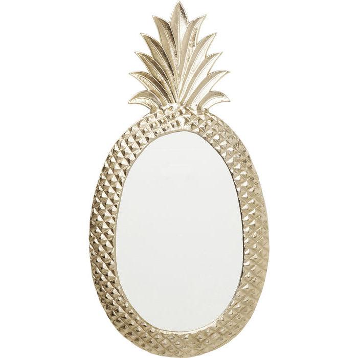 En dekorativ oval guldspegel i form av en ananas