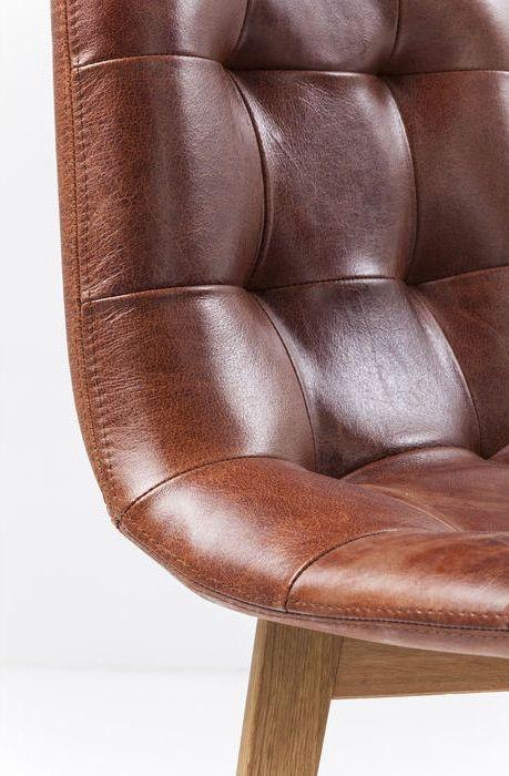 Snygg matstol i brunt läder med fina detaljer