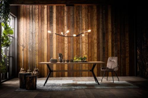 Ett stilrent matbord i massivt trä, 220 cm.