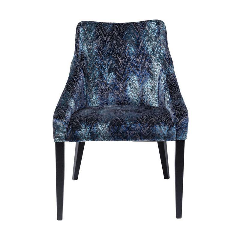 En elegant stol i modern empire stil med klädsel i skiftande blå nyanser