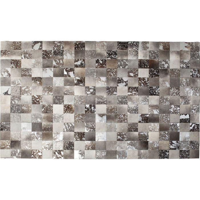 En stor och magnifik matta i läder med patchwork av läderbitar