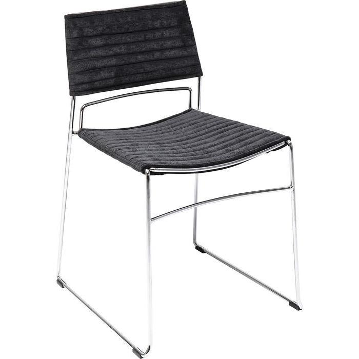 En modern och elegant matrumsstol eller mötesstol i krom och svart