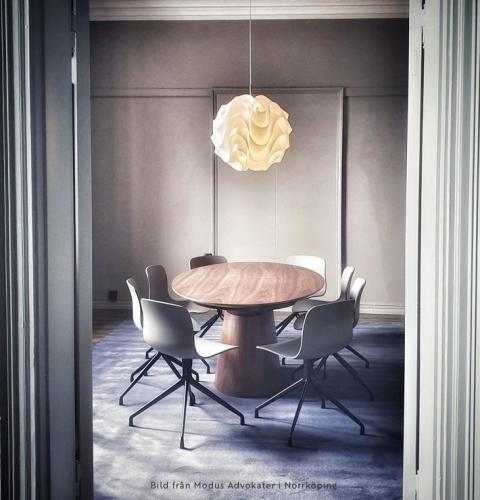 Bord Oval valnöt, utdragbart