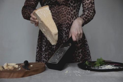 Rivjärn | Behållare Parmesan