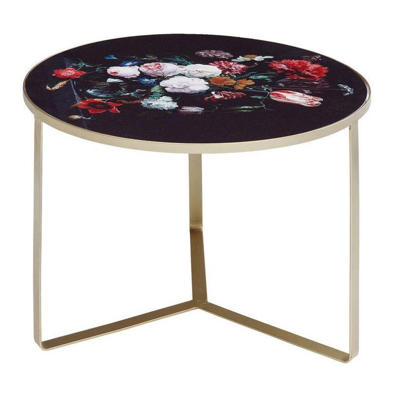 Ett både stilrent och romantiskt litet sidobord med blommotiv