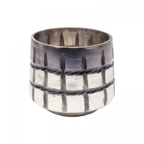 En rustik och fin ljuslykta och kruka i grå och silverfärgat handblåst glas