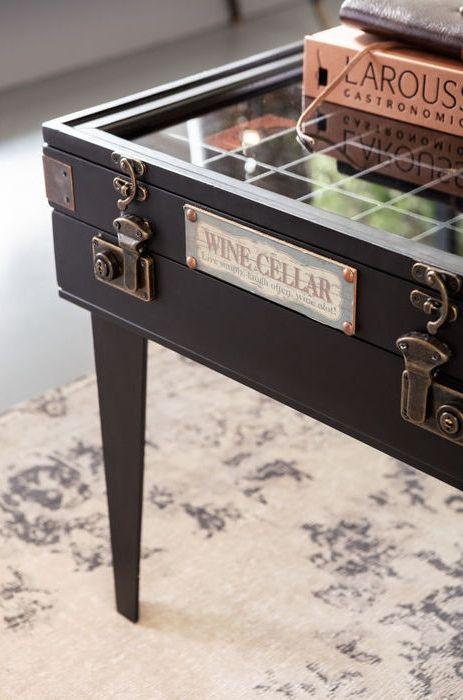 Ett soffbord med plats att exponera dina samlarobjekt