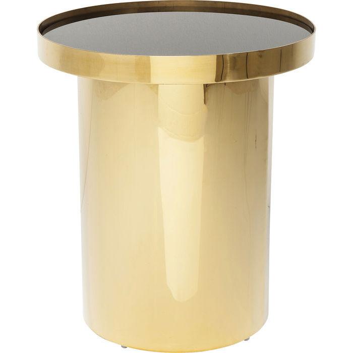 Ett lyxigt litet bord i stilren design med underrede i mässing och bordsskiva i svart glas.