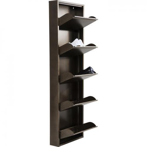 Ett högt skoskåp som ger bra förvaring i hallen utan att ta plats.