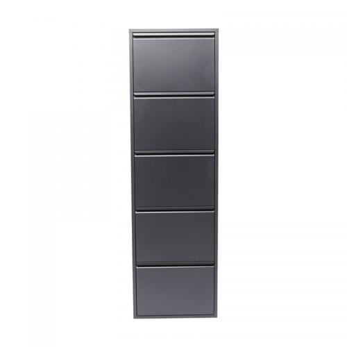 Ett högt och grunt skoskåp i mörk grå metallfinish
