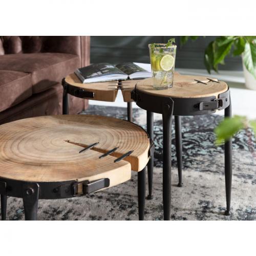 Fina rustika små sidobord med bordskiva av kapade stubbar