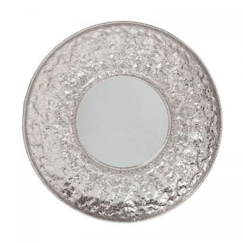 En rund spegel med bred ram i silver. En dekorativ inredningsdetalj.